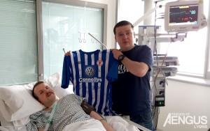 Aengus receives signed Sligo Rovers jersey